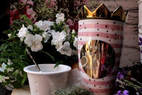 Mea Living Henkelbecher mit Teesieb und Krone