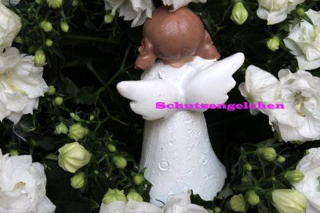 Schutzengel Engelchen Mädchen mit Herz in der Hand