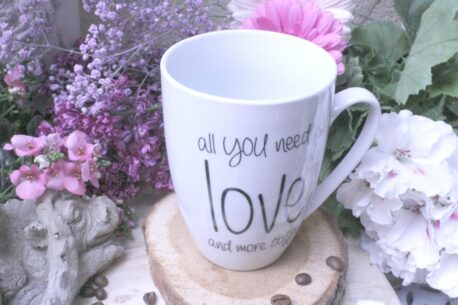 Sprüche Tasse Kaffeebecher Spruch All you need is Love and more Coffee