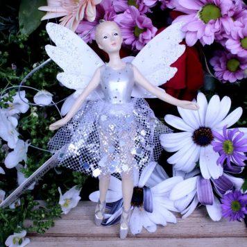Deko Elfen Fee Figur im zarten Silber Look