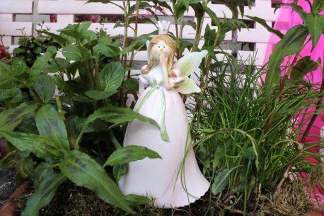Dekofigur Blütenfee Prinzessin Hand vor Mund