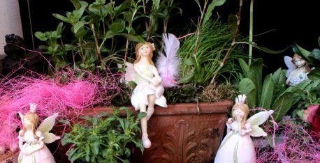 Dekofiguren Elfengarten.shop Blütenfee Fee Blumenfee Elfe Kantenhocker