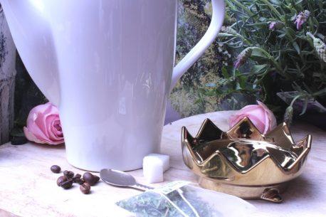Mea Living Teekanne mit Henkelbecher Krone Gold