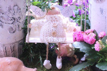Schutzengel Fiona im Strickkleidchen beige