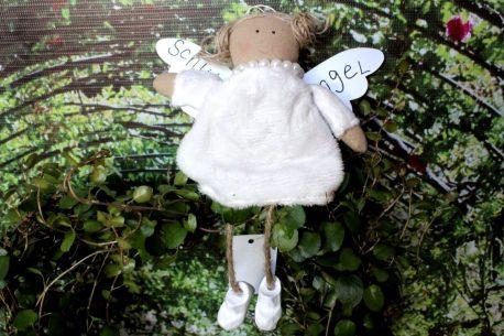 Schutzengel Betty im Teddykleidchen
