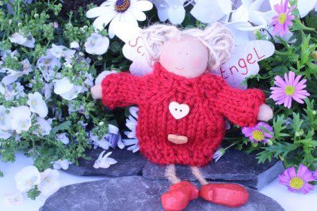 Schutzengel Johanna im Wollkleidchen Rot