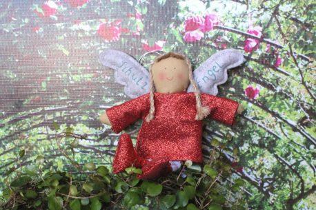 Schutzengel Nicki im roten Lurexkleidchen