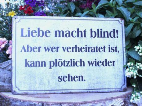 Deko Blechschild Coole Designs Liebe macht blind! Aber wer verheiratet ist