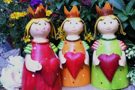 Deko Figur Dekoration Blechpuppe Kleiner König mit Herz Green Red Orange