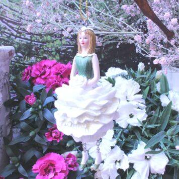 Deko Figur Fee Dekohänger Blumenmädchen White zum Hängen