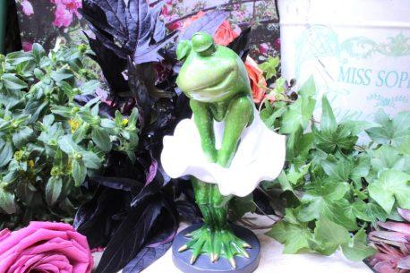 Deko Figur Grüner Frosch im Kleid