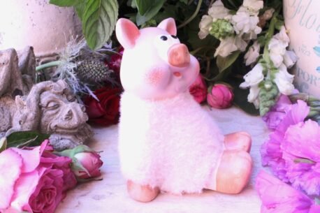 Dekofigur Schutzengel Glücksschwein errötet