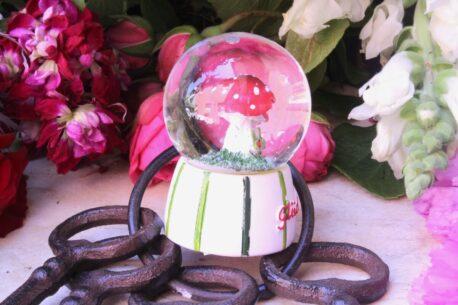 Schneekugel Glimmerkugel Glückspilz in Glaskugel