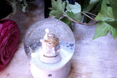 Schneekugel Glimmerkugel Klein Schutzengel in Glaskugel
