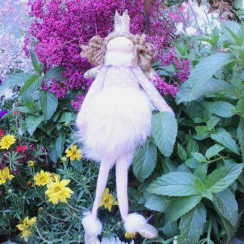Schutzengel Angie Stoff Aufhänger Fellkleidchen mit Flügel