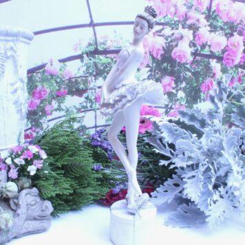 Ballerina Grazil Ballett Figur Dekofigur