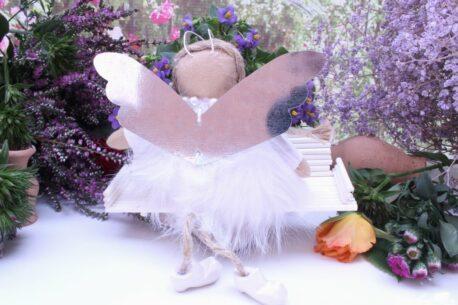 Schutzengel Mila aus Stoff Fellkleidchen Weiss