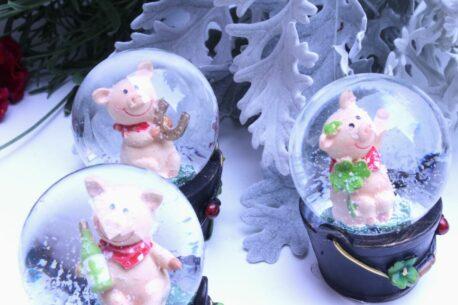 Schneekugel Glimmerkugel Glücksschweinchen
