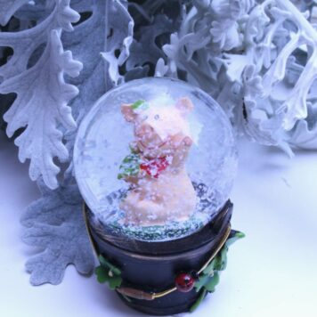 Schneekugel Glimmerkugel Glücksschweinchen Klee