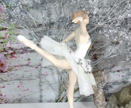 Ballerina Grazil Ballett Figur Dekofigur Tanzt