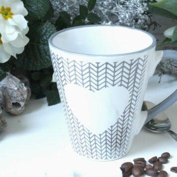 Henkelbecher Kaffeetasse weiss Herz Motiv von Wurm