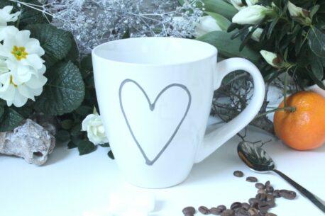 """Henkelbecher Kaffeetasse weiss mit Bild """"Herz"""" von Wurm"""