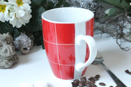 Henkelbecher Kaffeetasse weiss rot Karo von Wurm