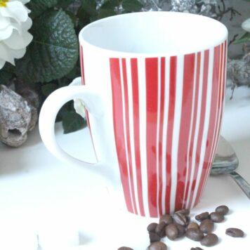 Henkelbecher Kaffeetasse weiss rot gestreift von Wurm