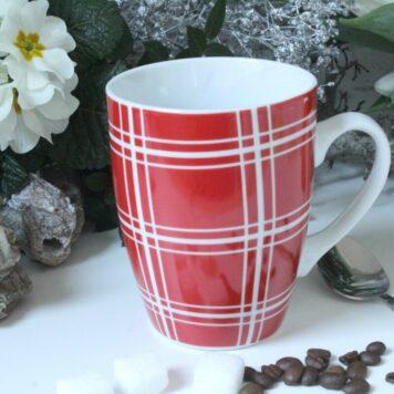Henkelbecher Kaffeetasse weiss rot kariert von Wurm