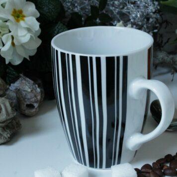 Henkelbecher Kaffeetasse weiss schwarz gestreift von Wurm
