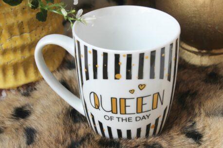 Henkelbecher Sprüche Kaffeetasse Queen Of The Day Black