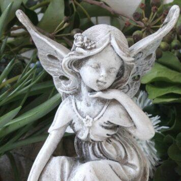 Dekofigur Schutzengel Blumenelfe auf Kugel