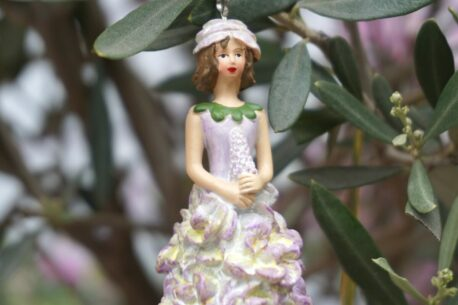 Deko Figur Dekohänger Blumenfee Beere