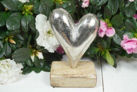 Dekofigur Silber Herz auf Holzsockel