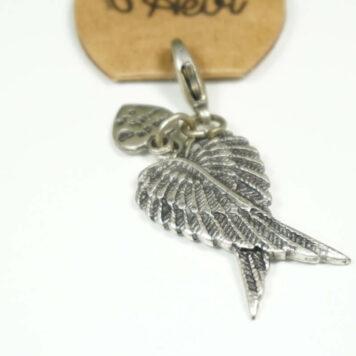 Hevi Schlüsselanhänger Taschenanhänger Schutzflügel