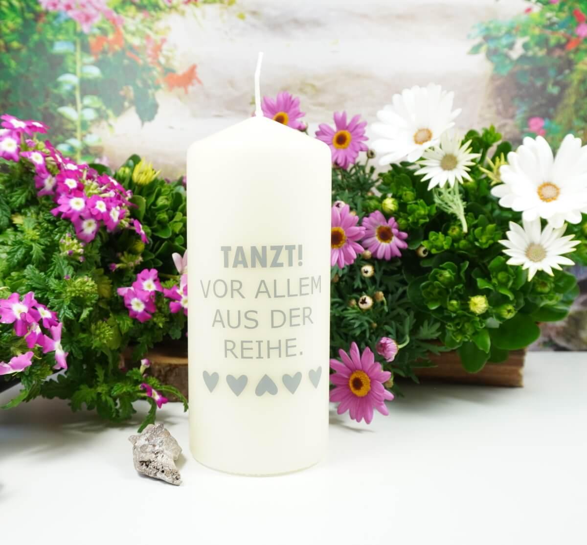 Kerzilein Kerze Flamme Tanzt Vor Allem Aus Der Reihe.