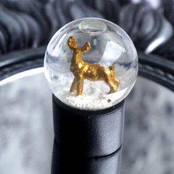 Schneekugel Glimmerkugel Hirsch Gold